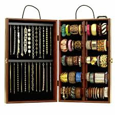 This traveling bracelet display case will make traveling and displaying  much easier!