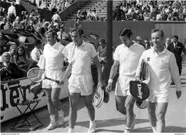 Sonstige - ROLAND GARROS 1969 FINALE DU DOUBLE TONY ROCHE ET JOHN NEWCOMBE  PHOTO 17 X 12 CM TIRAGE DU JOURNAL L'EQUIPE