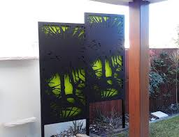 noosa screens on 40 x 40mm aluminium frames with legs and backing board