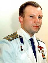 Праздник апреля День авиации и космонавтики Юрий Гагарин  Юрий Гагарин первый человек в космосе