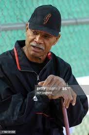 365 Manager Felipe Alou Photos and Premium High Res Pictures - Getty Images