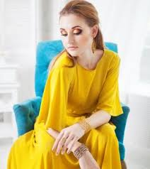 get ready to look like a glam doll by creating your personalized makeup for yellow dress