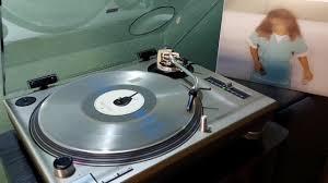 Lanzan vinilo Comfort y música para volar, el unplugged de Soda Stereo - La  Tercera