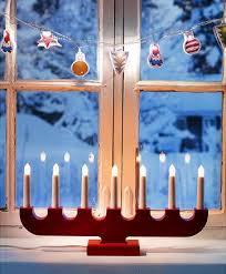 le classique chandelier suédois à sept branches en bouleau massif blanc ou rouge