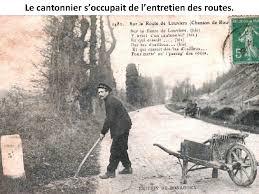 Le cantonnier soccupait de lentretien des routes Des