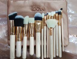 details of 15 high end professional high quality makeup brushes and cosmetics by zoeva