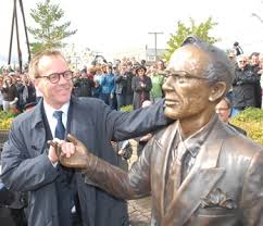 best tommy douglas images tommy douglas canadian  did you know that kiefer sutherland is the grandson of tommy douglas