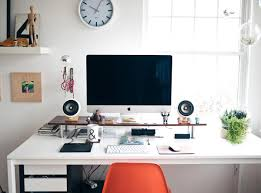 40 Beautifully Minimal Desk Set-Ups - Airows