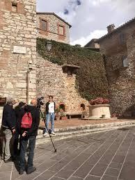 CORCIANO: Troupe di Rai3 impegnata a girare una puntata de Il Borgo dei  Borghi per la trasmissione Alle falde del Kilimangiaro - Umbria Notizie Web