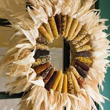 18 Dried Corn Projects for Fall Decorating