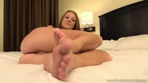 Girlfriend has sexy feet video