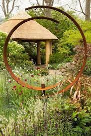 20 beautiful garden sculpture ideas