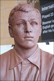 13/11/08: The long-awaited Steve Bloomer bust is taking shape! This isn't the finished product... a rubber mould will be made from this clay model. - steve_bloomer_bust_0008_313x470