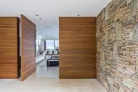 Tipos de portas de madeira para entrada da casa. Casas Brasileiras 8 Residencias Com Portas Pivotantes Archdaily Brasil