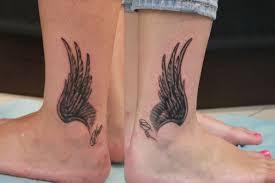 тату для девушек на ноге надписи перо лиса розы и цветы браслет