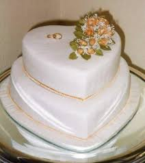 Wedding Picture Of 2 Tier Heart Shape Wedding Cake
