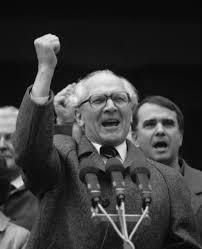 """Notas de la Cárcel (""""Moabiter Notizen"""") - Libro de Erich Honecker - links de descarga actualizados - en los mensajes hay textos sobre la República Democrática Alemana y el discurso de Honecker ante el tribunal de la RFA que le juzgó - Interesante Images?q=tbn:ANd9GcSg2AF0qXGaOIi6ku0qWxR4Raz7npCiSlDHpKny_shqQxNjrnE1RQ"""