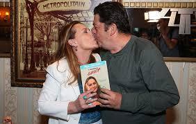 Stepan nercessian was born on 2 december, 1953 in cristalina, state of goiás, brazil, is an actor, politician. Maria Zilda E Stepan Nercessian Dao Selinho Em Lancamento Ofuxico