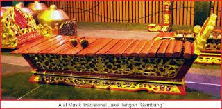 Gamelan dan alat pemukulnya musik tradisional gamelan mengenal gamelan gamelan berasal dari kata gamel yang berarti pukul, digamel berarti ditabuh/ dipukul. 36 Alat Musik Tradisional Indonesia Lengkap 34 Provinsi Gambar Dan Daerahnya Seni Budayaku