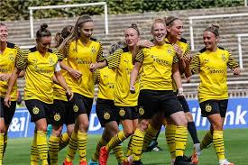 While borussia dortmund have had some really good teams fall short, there is nothing to say that this current squad cannot get the job done. Historischer Bvb Moment Frauen Team Siegt Im Ersten Spiel Vor Grosser Kulisse