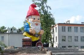noma sol poland made in 2009 by malpol fibergl statuary world s largest garden gnome