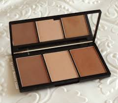 sleek makeup face form contouring highlight and blush palette in um 374 review and swatches available in 2 more shades fair light dark