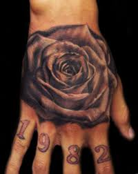 что означает тату роза на руке