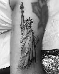 татуха статуи свободы на плече парня фото рисунки эскизы