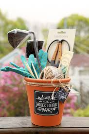 garden gifts for mom. Plain Mom DIY Motheru0027s Day Gift Idea For The Mom Who Loves To Garden  A Gardening  Set For Gifts 0