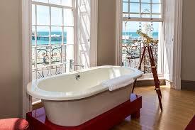 drakes feature room bathtub