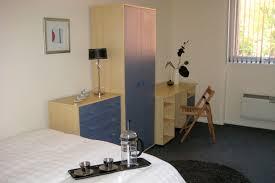 ... Spacious 1 Bedroom Flats ...