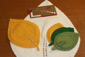 Leaf Knitting Pattern Impressive A Knit Leaf In Three Sizes Roving Crafters