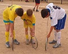 Uno de los juegos tradicionales que se practican en ecuador y en varios países de américa es el palo ensebado, aunque su origen está en nápoles, italia, donde se conoce como la curaña. Aros Juegos Tradicionales De Costarica