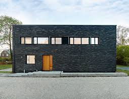 12 Minimalist Modern House Exteriors // The simple box-like structure of  this home
