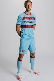The home kit is completed by. West Ham Launch New Away Kit For 2020 21 Season Inspired By 1960s Golden Era London Evening Standard Evening Standard