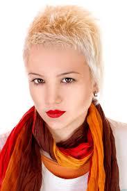 Coole Blonde Kurze Haare Freche Pfiffige Und Flippige