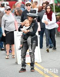 Sara Gilbert and Linda Perry take their son Rhodes to the Farmers Market  Featuring: Sara Gilbert, Stock Photo, Picture And Rights Managed Image.  Pic. WEN-WENN24117627   agefotostock