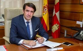 Suárez-Quiñones abandona su cargo, al frente de la Consejería de Fomento y Medio Ambiente, tras su polémica gestión en materia medioambiental.