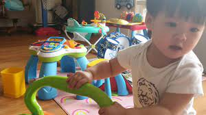 Noel có món đồ chơi chơi 7 tháng không chán. Chọn xe tập đi cho bé (phần  1/2) - YouTube