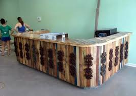 Hotel reception colored wood panels 70 pallets of furniture - beautiful  craft and interior design ideas for you