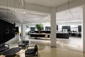 smart office interiors. Bates Smart Sydney Studio,© Brent Winstone Office Interiors F