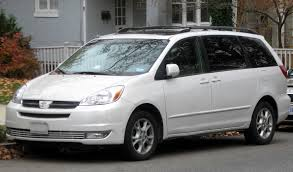 File:2004-2005 Toyota Sienna -- 11-20-2011.jpg - Wikimedia Commons