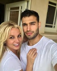 Spears and asghari ended up talking during breaks, and, before the end of the shoot, they exchanged phone numbers. Britney Spears Boyfriend Sam Asghari S Powerful Message Of Support After Tv Doc Mirror Online