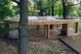 wooden pavilion into historical center