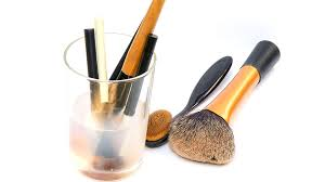 this reddit user just discovered a new way to clean makeup brushes