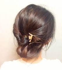 超簡単ヘアアレンジはくるりんぱのアップまとめ髪でロングミディアム