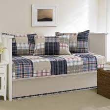 Tips Choosing Daybed Quilts | HQ Home Decor Ideas & Image of: Daybed Quilts Strips Adamdwight.com