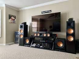 Ses sistemi ile desteklenmiş ev sinema sistemi