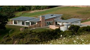 Low Pitch Roof Design Waiheke Home Benefits From Low Key Low Pitch Colorsteel