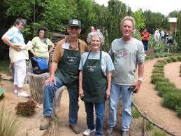 charlie and sonja hensley roger igo at the natural gardener